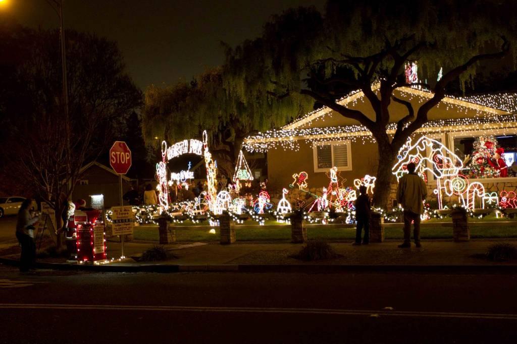 Photo 1, Photo 2 ... - Christmas Lights / Holiday Display At 1851 Cherry Ave, San Jose CA